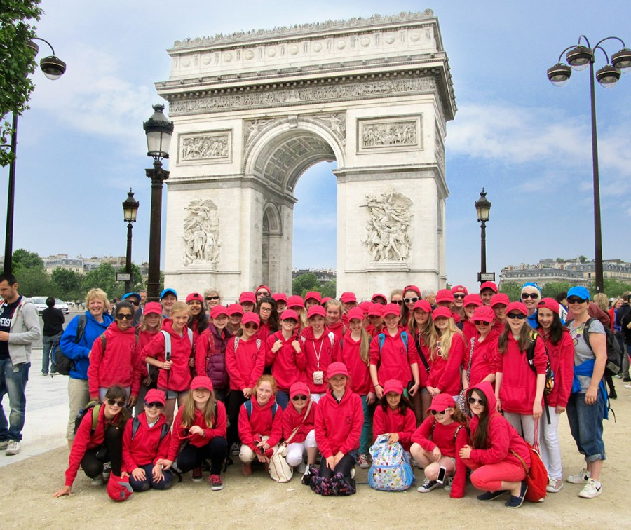 Students outside Arc De Triomphe Paris