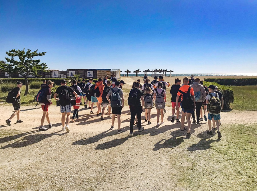 Students head to the Argeles beach